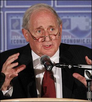 Senator Carl Levin, Chair of the U.S. Senate Permanent Subcommittee on Investigations